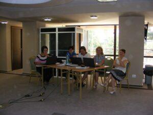 """CURSUL """"Formare Formatori"""" – FPC-FORMATOR / ID30462 parteneri: Autoritatea Naţională pentru Calificări – ANC, Centrul de Pregătire in Informatica Bucureşti – CPI şi TekhniKi Ekpedeftiki, Grecia – 20.08 – 30.08.2012 BUZAU HOTEL PIETROASA GlobeSys Computers 1 300x225"""