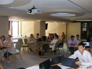 """CURSUL """"Formare Formatori"""" – FPC-FORMATOR / ID30462 parteneri: Autoritatea Naţională pentru Calificări – ANC, Centrul de Pregătire in Informatica Bucureşti – CPI şi TekhniKi Ekpedeftiki, Grecia – 20.08 – 30.08.2012 BUZAU HOTEL PIETROASA GlobeSys Computers 11 300x225"""