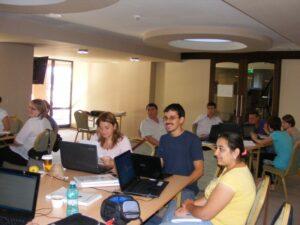 """CURSUL """"Formare Formatori"""" – FPC-FORMATOR / ID30462 parteneri: Autoritatea Naţională pentru Calificări – ANC, Centrul de Pregătire in Informatica Bucureşti – CPI şi TekhniKi Ekpedeftiki, Grecia – 20.08 – 30.08.2012 BUZAU HOTEL PIETROASA GlobeSys Computers 2 300x225"""