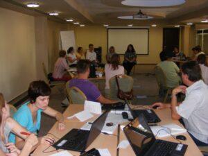 """CURSUL """"Formare Formatori"""" – FPC-FORMATOR / ID30462 parteneri: Autoritatea Naţională pentru Calificări – ANC, Centrul de Pregătire in Informatica Bucureşti – CPI şi TekhniKi Ekpedeftiki, Grecia – 20.08 – 30.08.2012 BUZAU HOTEL PIETROASA GlobeSys Computers 3 300x225"""
