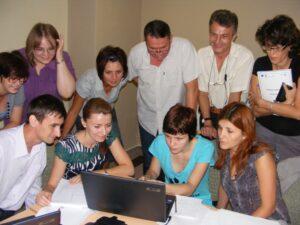 """CURSUL """"Formare Formatori"""" – FPC-FORMATOR / ID30462 parteneri: Autoritatea Naţională pentru Calificări – ANC, Centrul de Pregătire in Informatica Bucureşti – CPI şi TekhniKi Ekpedeftiki, Grecia – 20.08 – 30.08.2012 BUZAU HOTEL PIETROASA GlobeSys Computers 6 300x225"""