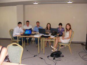 """CURSUL """"Formare Formatori"""" – FPC-FORMATOR / ID30462 parteneri: Autoritatea Naţională pentru Calificări – ANC, Centrul de Pregătire in Informatica Bucureşti – CPI şi TekhniKi Ekpedeftiki, Grecia – 20.08 – 30.08.2012 BUZAU HOTEL PIETROASA GlobeSys Computers 9 300x225"""